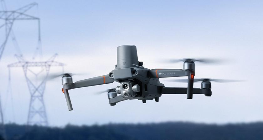 Najnowszy DJI Mavic 2 Enterprise Advanced posiada ulepszoną kamerę termowizyjną oraz zwiększoną dokładność operacji lotniczych