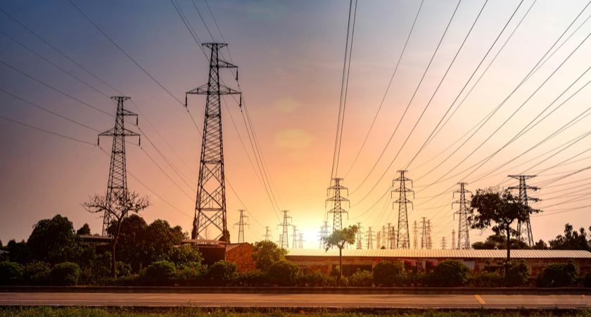 Słupy wysokiego napięcia do przesyłu energii elektrycznej