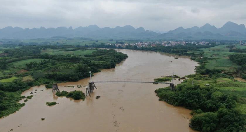 wiszący most rurociągowy pipechina w luizhou, chiny